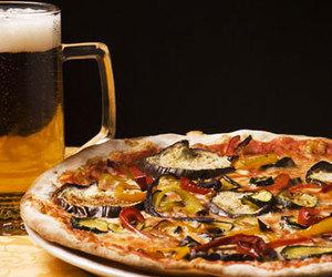 tutte le pizze , calzoni e focacce contengono (1e7) + olio extra vergine d'oliva , sale marino , farina di tipo